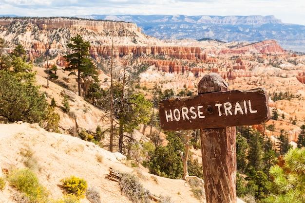 Vue du sentier des chevaux à bryce canyon, états-unis