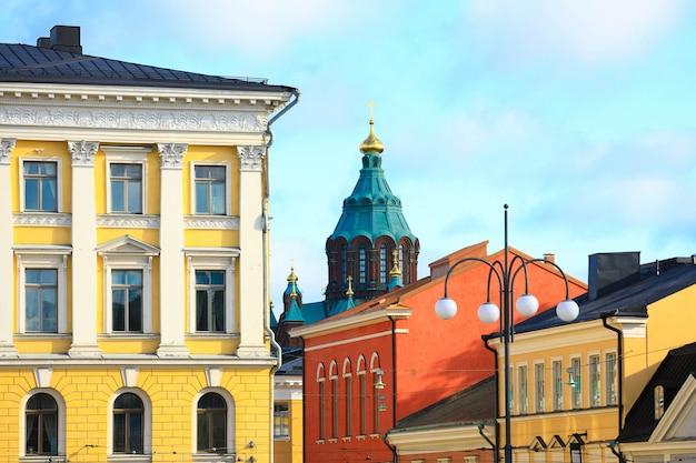 Vue du toit des bâtiments de la place du sénat au centre d'helsinki, capitale de la finlande