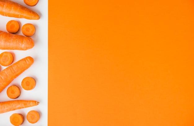 Vue élevée, de, carottes, frais, double, toile de fond