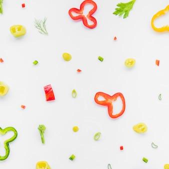 Vue élevée, de, coloré, haché, légumes, sur, blanc, toile de fond