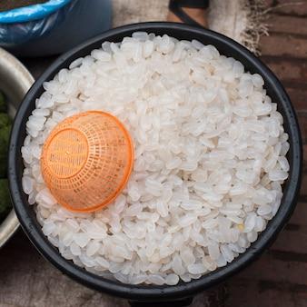 Vue élevée de riz dans un bol, luang prabang, laos