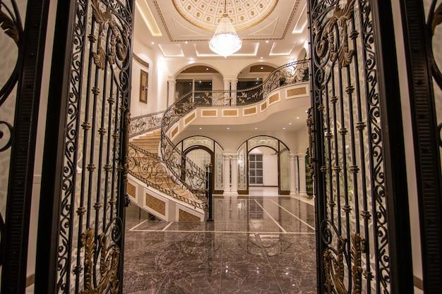Vue De L'entrée De La Maison De Luxe Photo Premium