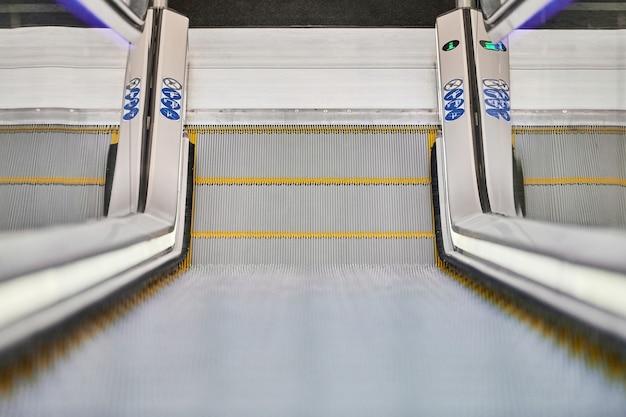 Vue de l'escalator dans le centre d'affaires