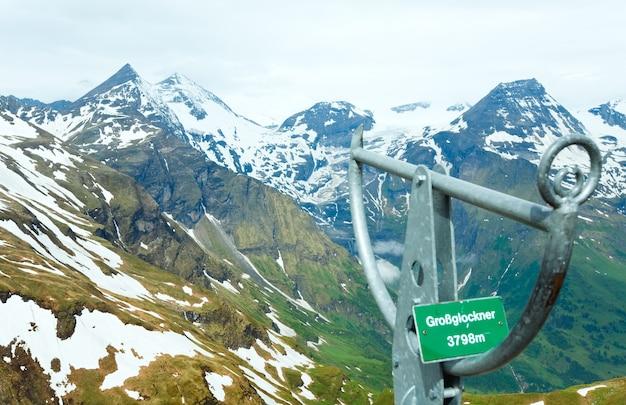 Vue d'été au sommet de la montagne grossglockner de high alpine road