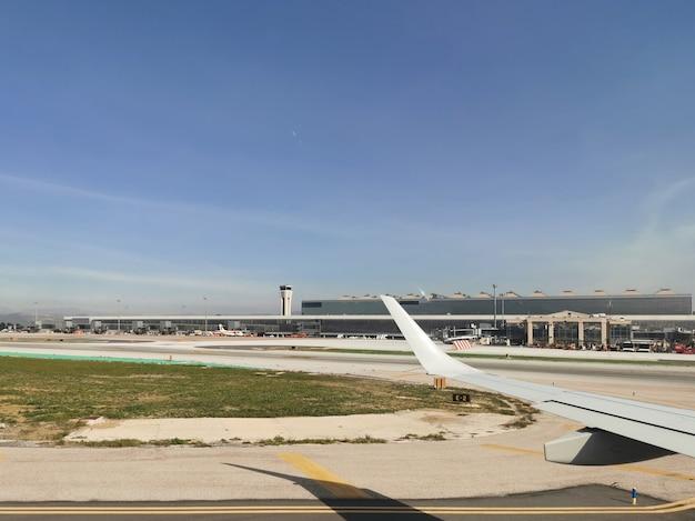 Vue extérieure de l'aéroport de malaga en espagne
