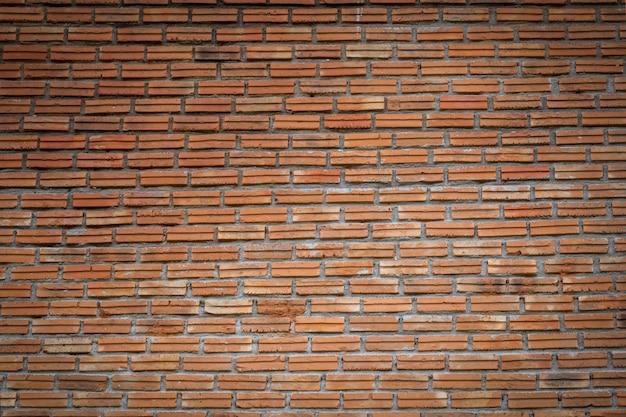 Vue sur la façade du vieux fond de mur de briques
