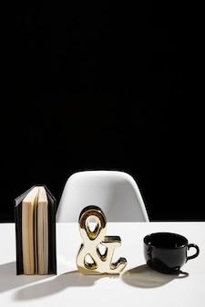 Vue de face de l'agenda et du café