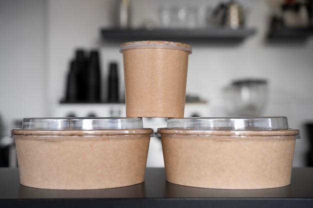 Vue De Face Des Aliments Emballés Préparés à Emporter Photo gratuit
