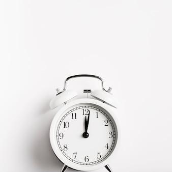 Vue de face belle horloge rétro