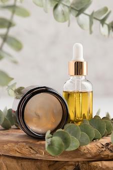 Vue de face de la bouteille d'huile essentielle