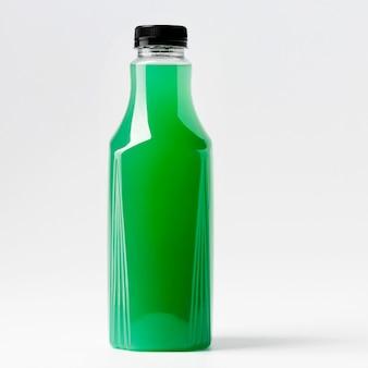 Vue de face de la bouteille de jus vert