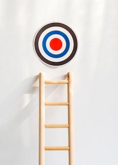 Vue de face de la cible avec une échelle en bois