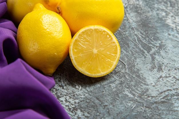 Vue de face citrons frais