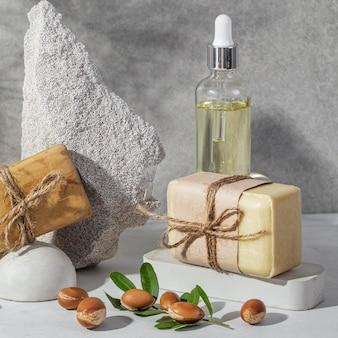 Vue de face de la composition du produit d'argan naturel