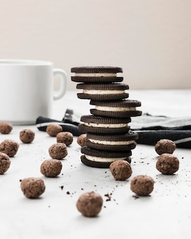 Vue de face de délicieux biscuits pour le petit déjeuner