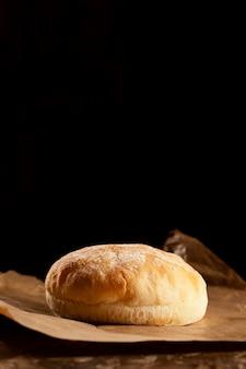 Vue de face de délicieux pains à hamburger