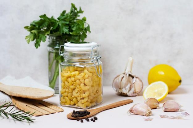 Vue de face de la disposition des aliments pour un esprit sain