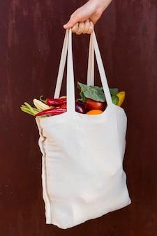 Vue de face de la disposition des légumes en sac