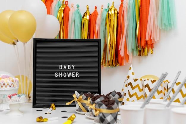 Vue de face du beau concept de douche de bébé