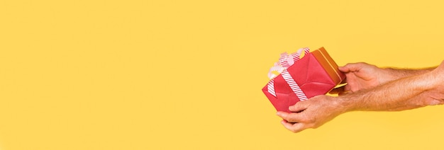 Vue de face du cadeau de noël avec espace copie