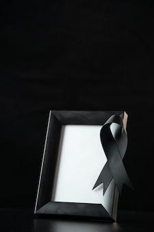 Vue de face du cadre photo avec du noir