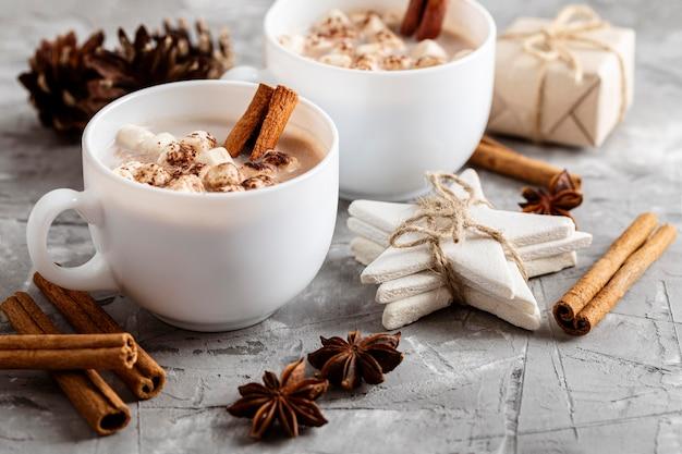 Vue de face du concept de chocolat chaud