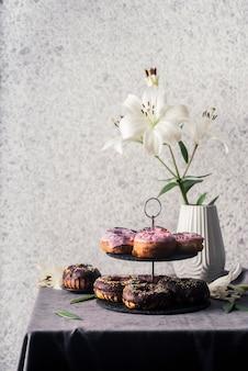 Vue de face du concept de délicieux beignets