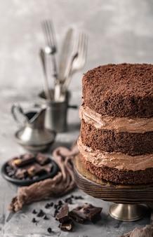 Vue de face du concept de délicieux gâteau au chocolat