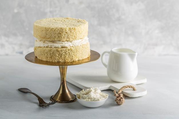 Vue de face du concept de délicieux gâteau