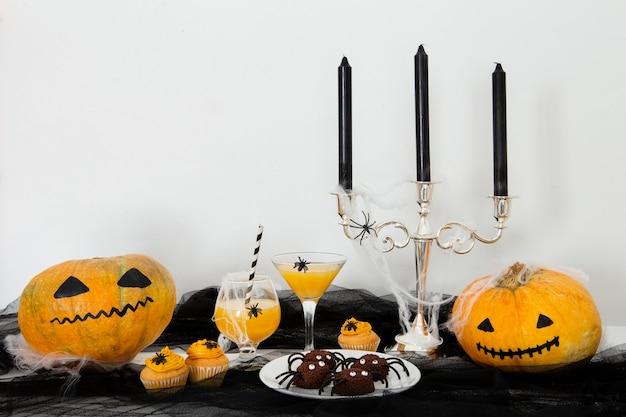 Vue de face du concept d'halloween mignon avec espace copie