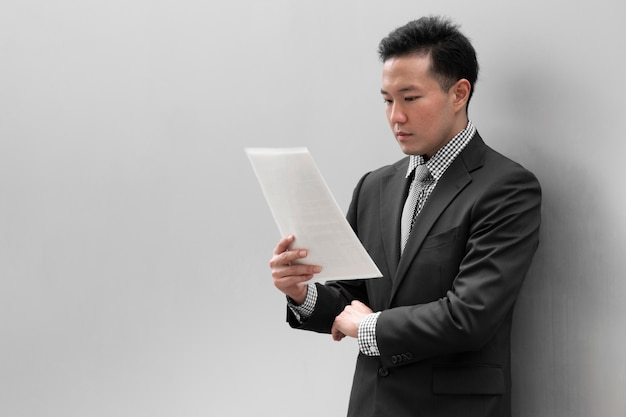 Vue de face du concept de l'homme d'affaires