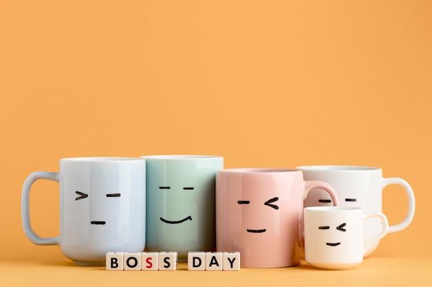 Vue de face du concept de jour de patron avec des tasses