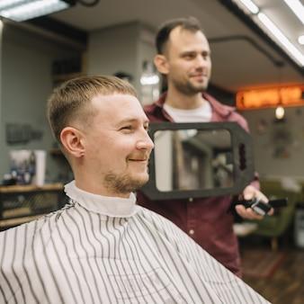 Vue de face du concept de salon de coiffure