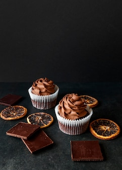 Vue de face du délicieux concept de petit gâteau