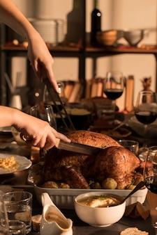 Vue de face du délicieux repas de thanksgiving