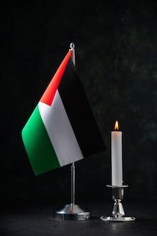 Vue de face du drapeau de la palestine sur le noir