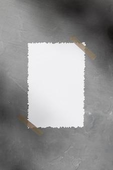 Vue de face du papier blanc vierge avec espace copie
