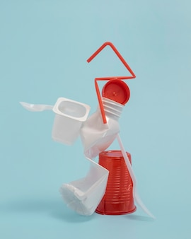 Vue de face éléments en plastique non écologiques