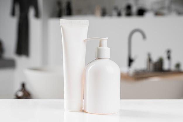 Vue de face de l'emballage des produits de beauté