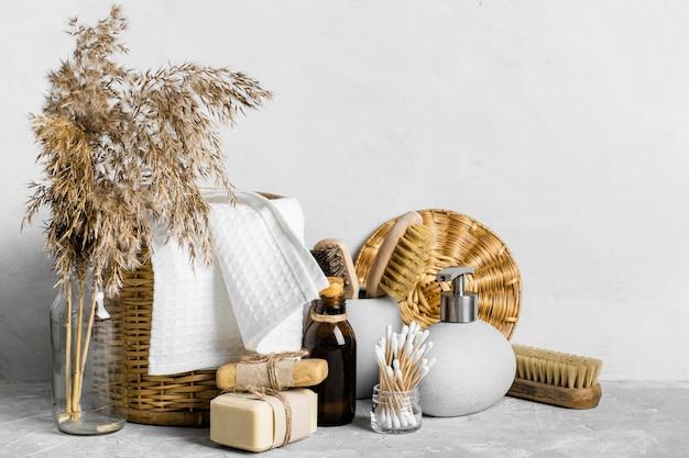 Vue de face de l'ensemble de produits de nettoyage écologiques