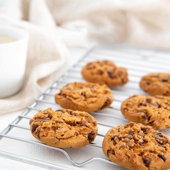 Vue de face de gros plan de cookies