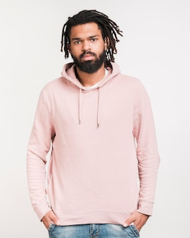 Vue de face homme en sweat-shirt