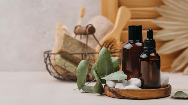 Vue de face de l'huile corporelle biologique