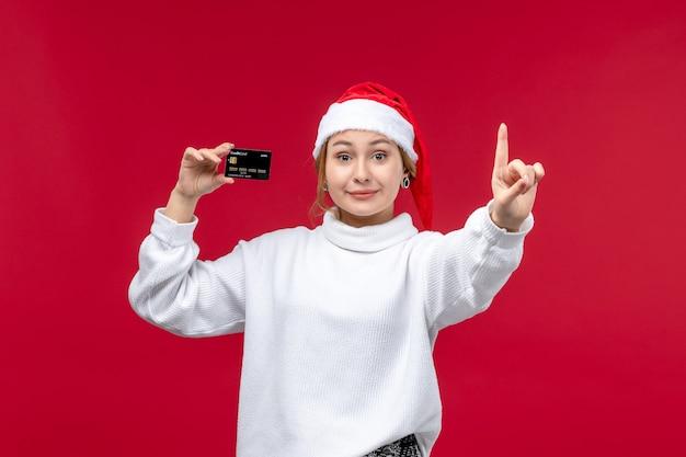 Vue de face jeune femme comptage montrant le nombre sur fond rouge