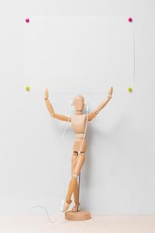 Vue de face de la marionnette avec espace copie