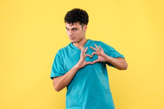 Vue de face un médecin un médecin aidera tous les patients à l'hôpital