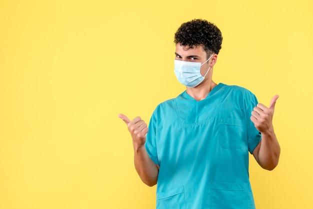 Vue de face médecin le médecin en masque donne des conseils à ses patients