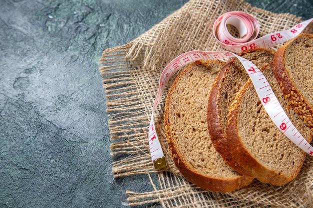 Vue de face des miches de pain frais