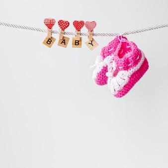 Vue de face de mignons petits accessoires bébé fille