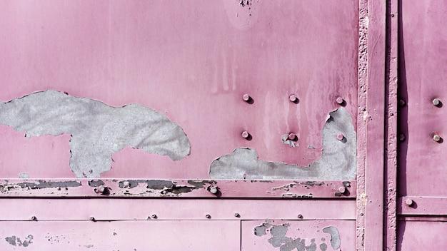 Vue de face mur métallique violet pastel